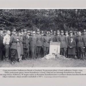 Pracownicy nadleśnictwa w 1937 roku