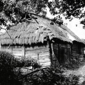 Wiejski dom kryty strzechą, fot. archiwum BPN